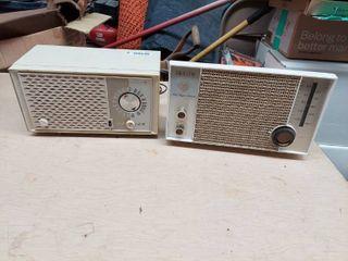 2 Vintage Zenith Radios