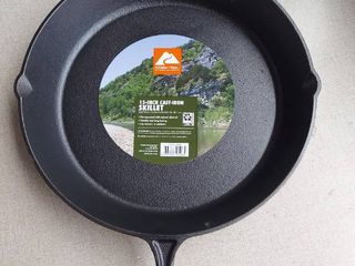Ozark Trail 15  Cast Iron Skillet With Handle And lips