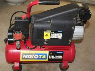 NIKOTA 1 5 HP 2 Gallon Air Compressor   Powered on and Works