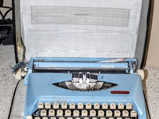 Vintage Exquisite Blue Royal Parade Typewriter in Original lined Hard Case   Excellent Condition
