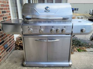 UniFlame Gold Grill Model  GBC772W with Propane Tank   Regulator