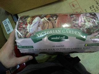 Victorian Garden Seeded Roll