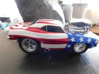 1 18 scale Muscle Machine 2000 funline   Stars and stripes Camaro