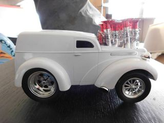 1 18 scale Muscle Machine 2004 funline   Panel Truck