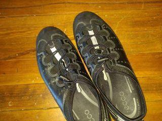 ECCO black women s shoes size 9