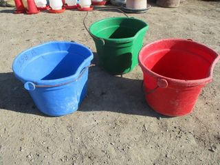 3 FEED PAIlS   RED  GREEN  BlUE