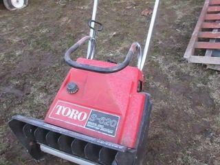TORO SNOW SHOVEl   RED