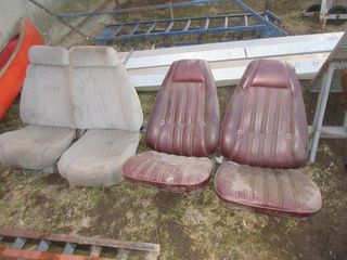 4 VEHIClE SEATS