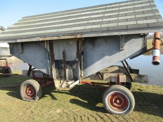FEED WAGON W  ROOF   BlOWER PIPE