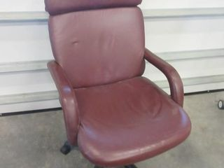 lEATHER OFFICE CHAIR   RED