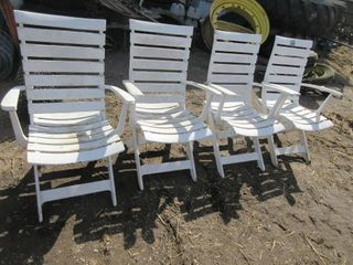 4 HEAVY PlASTIC ADJUSTABlE lAWN CHAIRS   WHITE