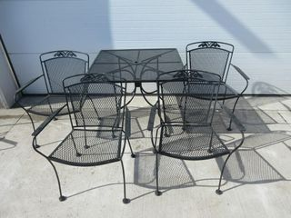 SQUARE METAl PATIO TABlE W  4 CHAIRS