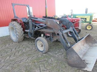 643 UNIVERSAl TRACTOR W  lOADER