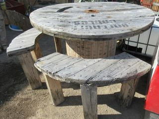 WOOD REEl TABlE   BENCHES