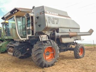 Gleaner N7 Combine  no header