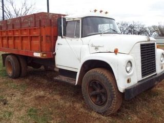International 1965 loadstar 1700 Wheat Truck