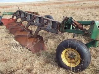 John Deere 3600   5 bottom 18  mold board plow