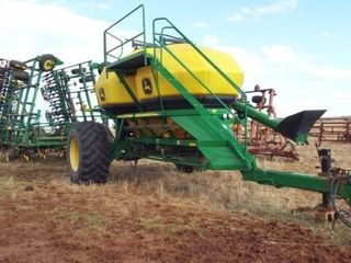 John Deere 1910 Air Seeder 36