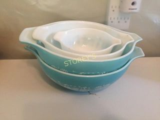 4 Pyrex Bowls   Blue
