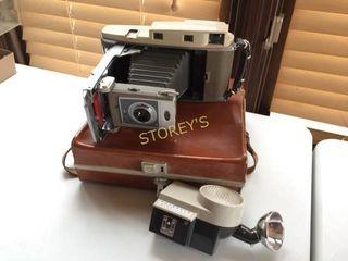 Polaroid 850 Camera w  Bag  Etc
