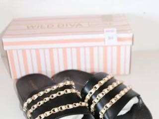 WIlD DIVA lOUNGE SlIPPERS SIZE 6