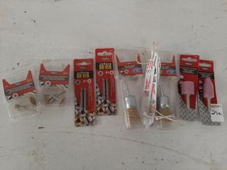 lOT ASSORTED SMAll WIRE BRUSHES  SMAll GRINDING