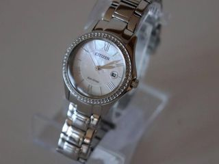 CITIZEN ECO DRIVE WOMENS CRYSTAl ACCENT WATCH