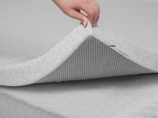 Tuft  amp  Needle Slip Resistant Mattress Topper Queen Size