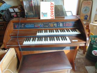 lowery Organ Model  l C 10