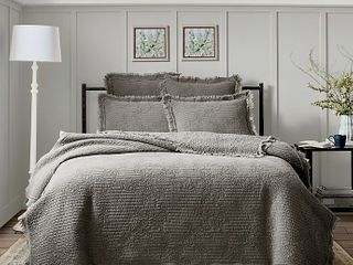 Bee   Willowa Home Raw Edge 3 Piece Full Queen Quilt Set in Grey