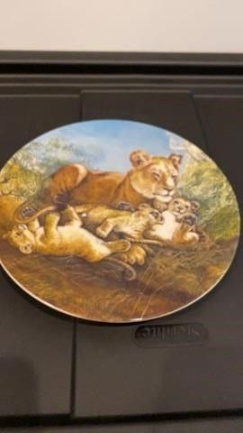 KNOWlES PlATE   lIONESS AND CUBS   A WATCHFUl