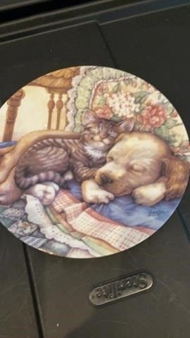 CUDDlE UP  PlATE BY BRADFORD EXCHANGE