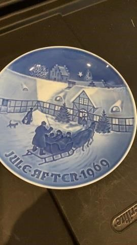 JUlE AFTER 1969IJARRIVAl OF CHRISTMAS GUESTS