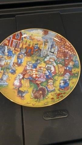 A PURRFECT FEAST BY BEll  PlATE BY BRADFORD
