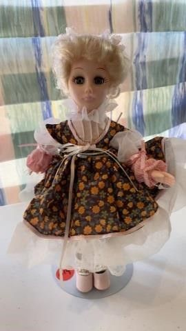 EFFABEE STORY BOOK COllECTION DOll GRETEl