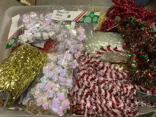 TOTE OF CHRISTMAS TRIMMING GARlAND