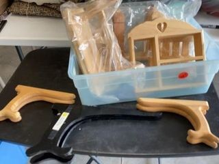 PlATE HOlDERS AND WOODEN CRAFT ITEMS