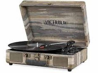 VICTROlA PORTABlE SUITCASE RECORDER PlAYER