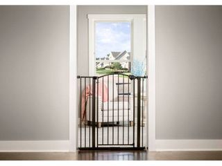 Regalo Arched Decor Safety Gate