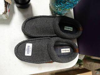 Pair of Medium  Size 9 10  Dearfoam House Shoes