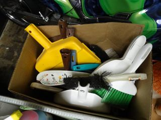 lot of Dustpans and Dust Brushes