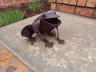 Metal Frog Decor