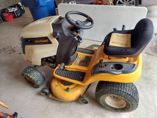 Cub Cadet lTX 1040 Riding lawnmower   Approximately 110 Hours