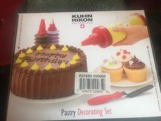 Nice cake decorating kit