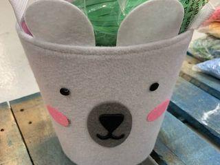 Polar Bear Basket w  6 Bags of Grass