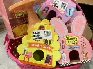 Pink Adult Basket w  Mini Houses   Cupcake Set