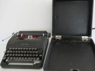 Smith Corona IJClipperIJ Typewriter circa 1946