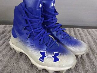 Under Armour Size 6Y Athlete Cleats