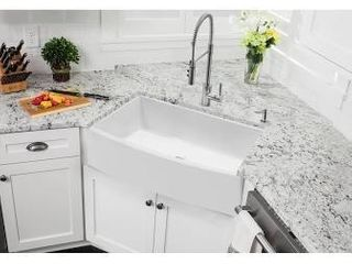 Soleil SSFC33BlF 33 in Apron Front Fireclay Single Bowl Farmhouse Kitchen Sink with Bow Front   20 9 x 33  Retail 539 99