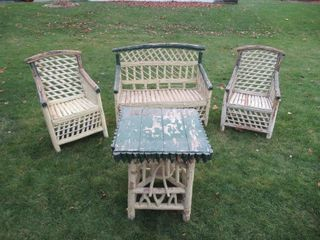 Antique Outdoor Chairs  Table   Table  chaises ext